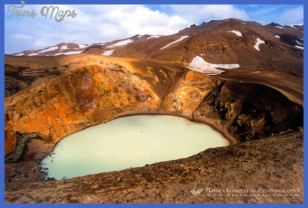 Iceland. Víti explosion crater on the north east shore of Oskjuvatn ...