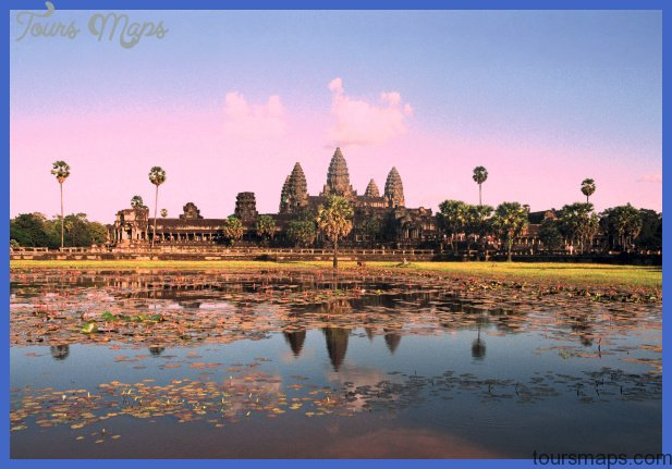File:Angkor Wat from north pond.JPG - Wikimedia Commons