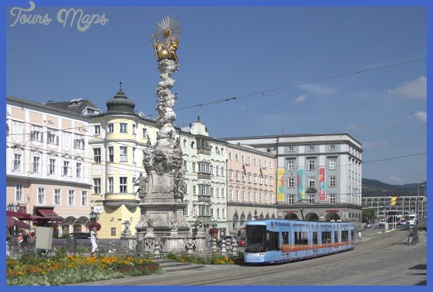 File:Linz, Hauptplatz.jpg - Wikimedia Commons