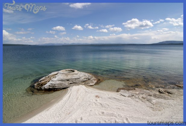 File:Yellowstone Lake West Thumb Geyser Basin.jpg - Wikipedia