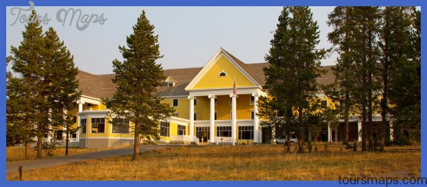 File:Lake Yellowstone Hotel (8047185425).jpg - Wikimedia Commons
