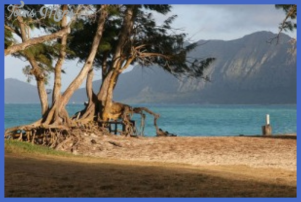 bellows beach a military recreation facility on oahu courtesy cadet x on flickr cc 300x199 Hawaii places to stay