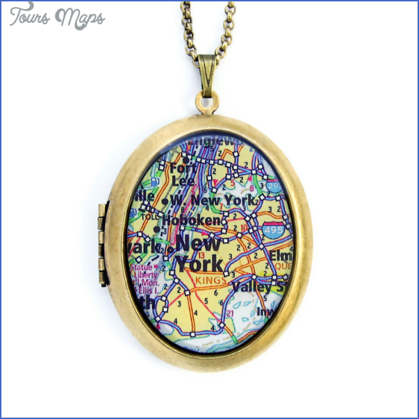 New York map necklace_1.jpg