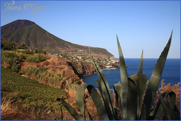 AEOLIAN ISLANDS (ISOLE EOLIE)_24.jpg
