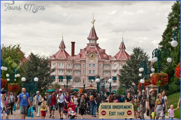 10807829-Disneyland-Paris-August-14-2010-crowd-at-exit-of-Disneyland-Resort-Paris--Stock-Photo.jpg