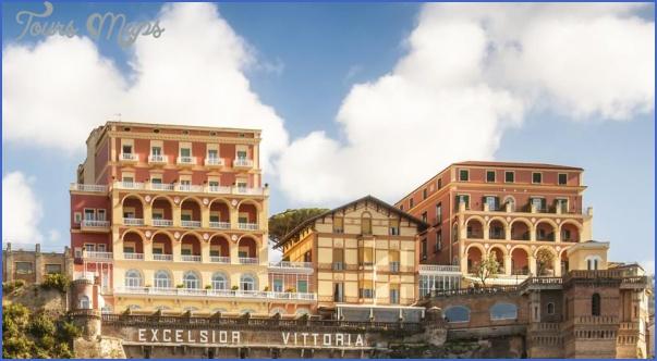 Honeymoon in Grand Hotel Excelsior Vittoria_6.jpg