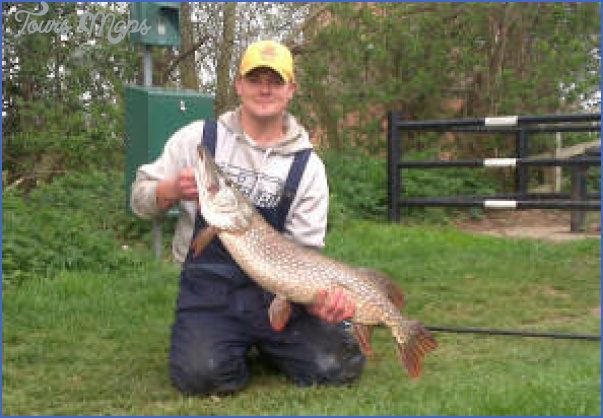 chesterfield canal fishing 1 Chesterfield Canal Fishing