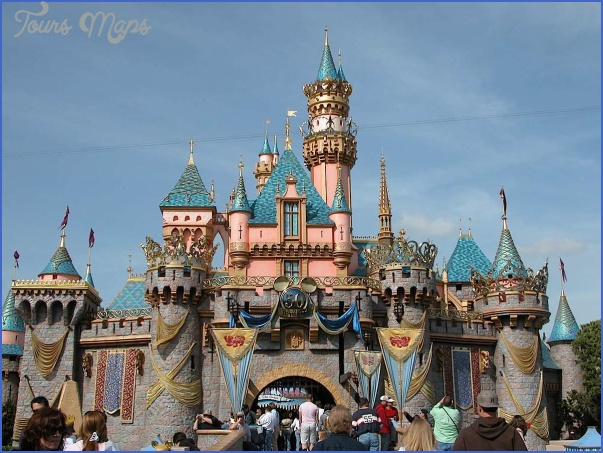 What is there to do on board for kids in Disneyland?_12.jpg