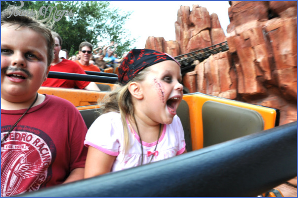 What is there to do on board for kids in Disneyland?_18.jpg