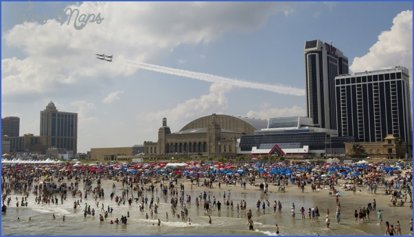 Thunderbirds_perform_at_Thunder_over_the_Boardwalk_Atlantic_City_Wade_Tours.jpg