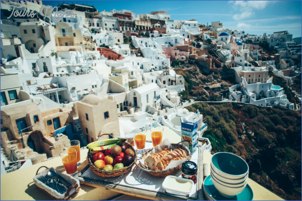 Traveling in Santorini_5.jpg