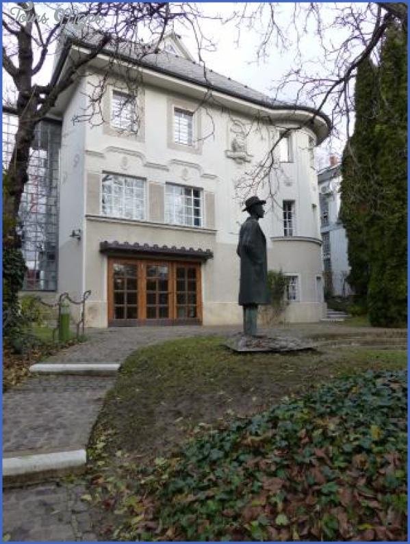 bela-bartok-memorial.jpg