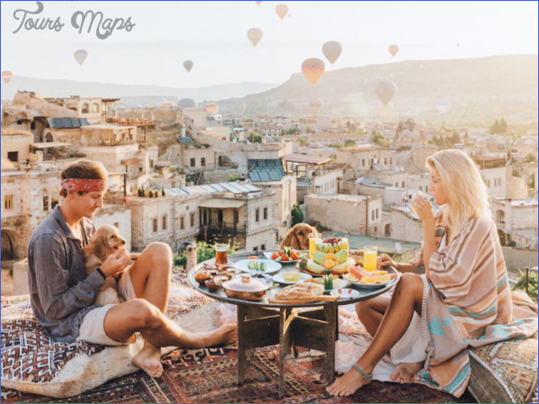 meet the instagram famous travel blogging couple who get paid up to 7000 to post a single photo Best Travel Destinations For Young Couples