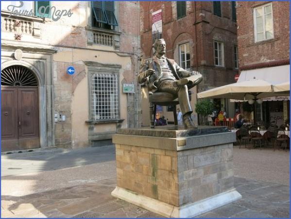 puccini statue in the PUCCINI MUSEUM