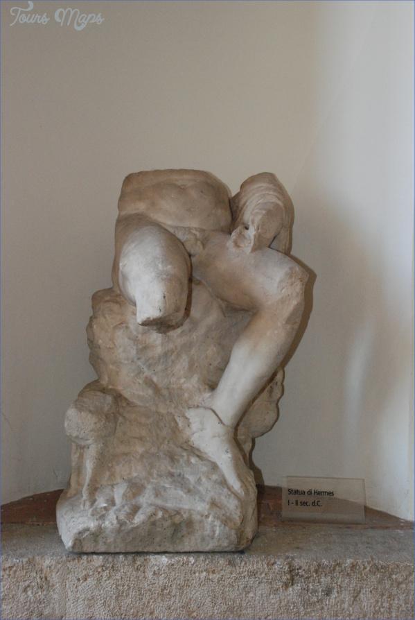 statue in paeneste museum of palestrina 2 jpg PALESTRINA MUSEUM