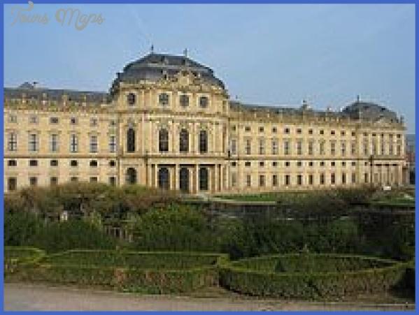 220px-Wuerzburger_Residenz_vom_Hofgarten.jpg