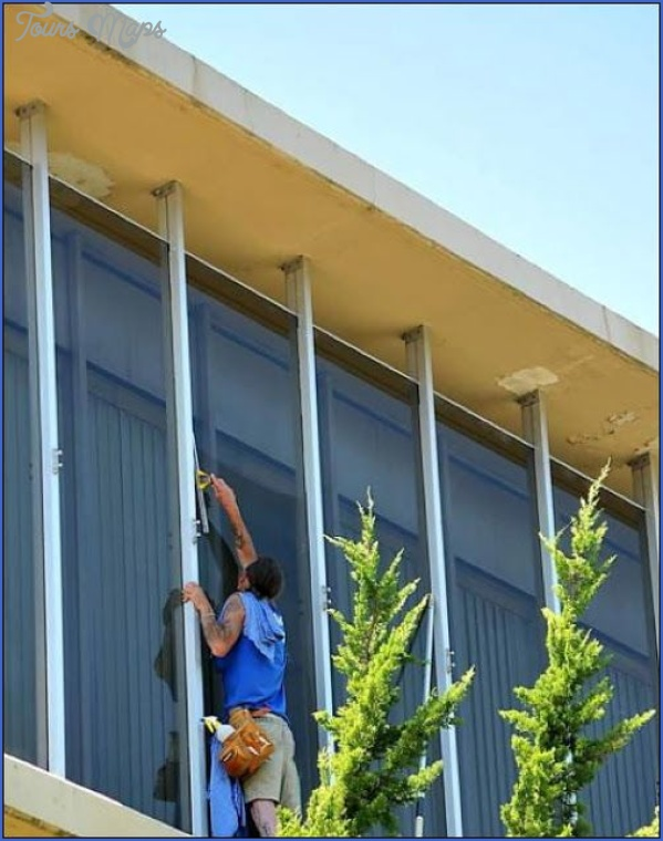 commercial building choosing the right window cleaning company 15 Commercial Building: Choosing the Right Window Cleaning Company?