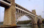 looking-se-at-the-britannia-bridge-a-railway-bridge-designed-by-robert-CF3KF8.jpg