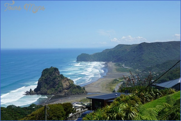piha beach 14 Days in Southern New Zealand: My Diary