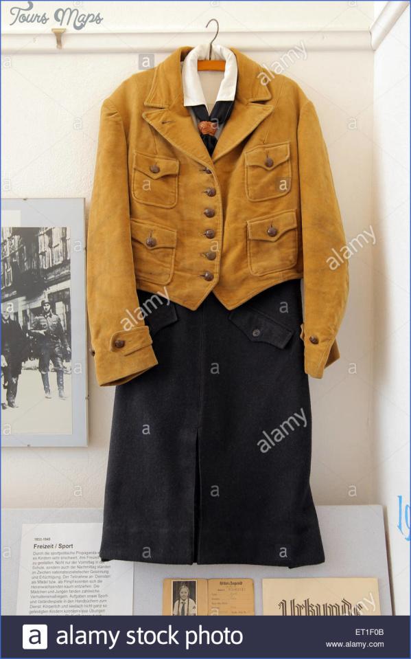 schoenberg-germany-uniform-of-bdm-in-the-childhood-museum-schoenberg-ET1F0B.jpg