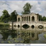 the-fine-palladian-bridge-in-the-ground-of-stowe-park-estate-aj4p6e.jpg