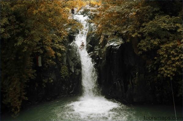 aling aling waterfall sambangan trekking5 BACK IN BALI   WATERFALL IN A CAVE