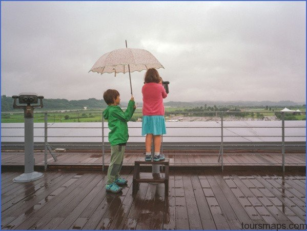 kids in rain sightseeing WHAT TO DO WHEN IT RAINS ON VACATION