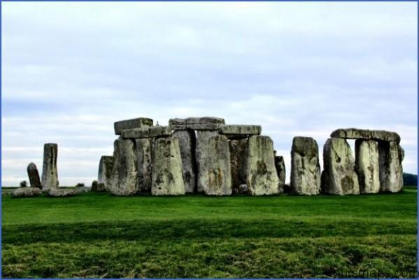 stonehenge tour in england 570x380 STONEHENGE Bath Lacock England