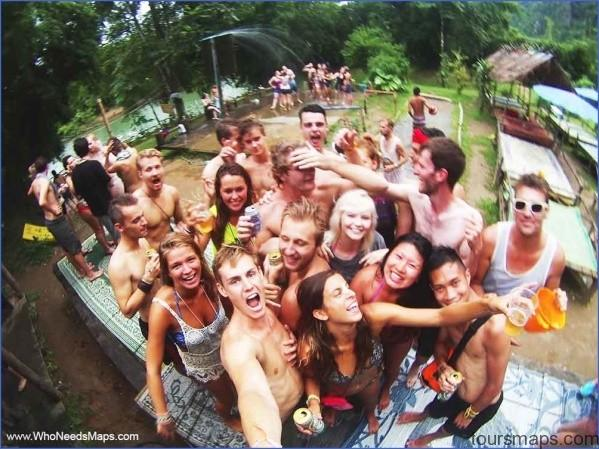 tubing party laos HOW TO MAKE FRIENDS WHILE TRAVELING ABROAD