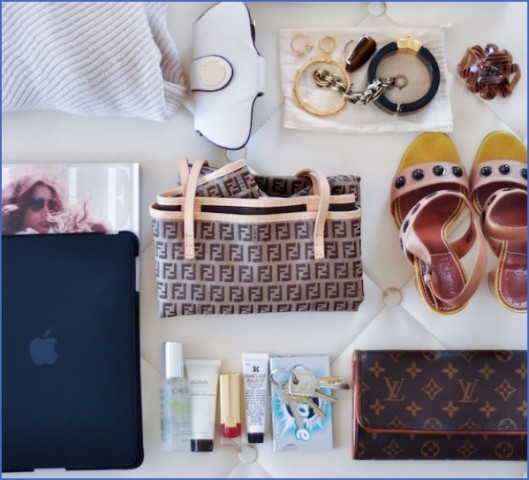 whats in my bag travel packing essentials 7 Whats in my Bag Travel Packing Essentials