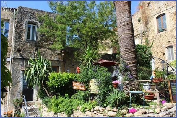 bussana vecchia charming small italian town 7 Bussana Vecchia   Charming Small Italian Town