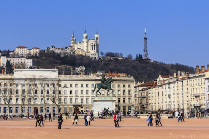 %name 17 Best Cities to Visit in France
