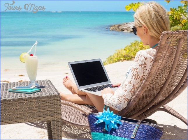 how to make money online while traveling 5 How To Make Money Online While Traveling